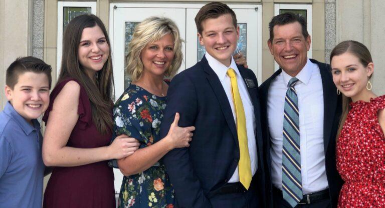 A family photo of Shepard, Savannah, Kassie, Stefan, Michael and Skye